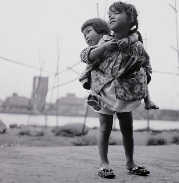 Sisters by shomei tomatsu