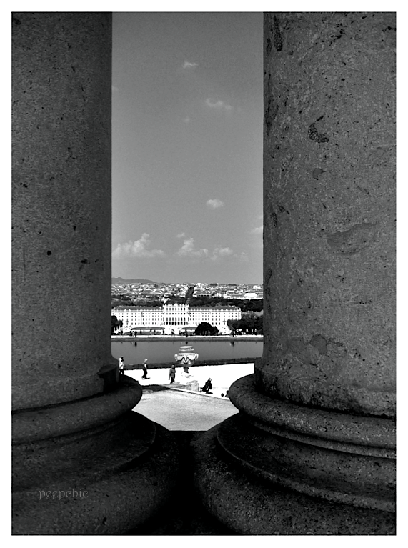 through the pillars Schönbrunn 2