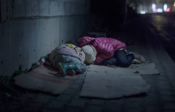 Ralia, 7 and Rahaf, 13 years old - Where the children sleep